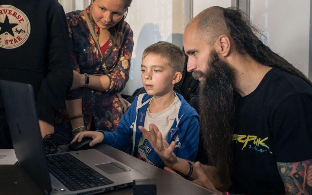 Zostań Trenerem nowych technologii dla dzieci w potrzebie!